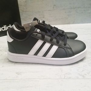 Adidas kids Court black & white sneakers